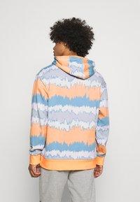 adidas Originals - HOODY UNISEX - Sweatshirt - hazy orange/multicolor - 2