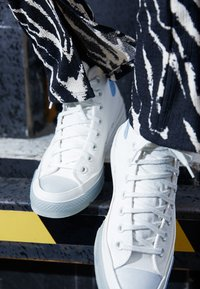 Converse - CHUCK 70  - Vysoké tenisky - vintage white/blue tint - 2