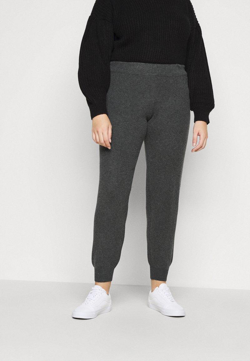 Pieces Curve - PCSALSA PANTS - Tracksuit bottoms - dark grey melange