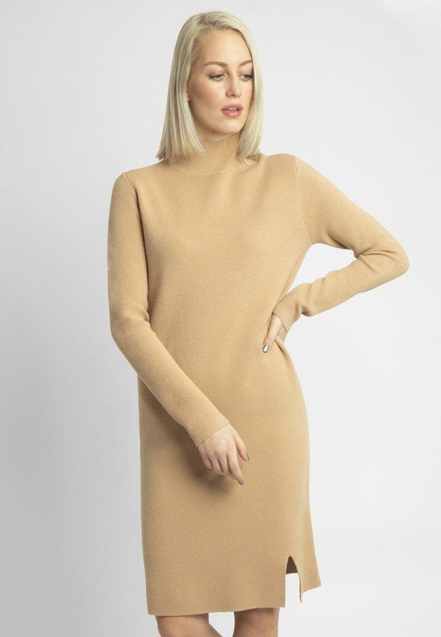Robe pull - hellcaramel