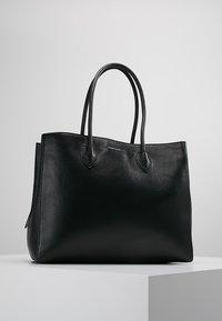 Coccinelle - FARISA LARGE HANDBAG - Handtasche - noir - 0