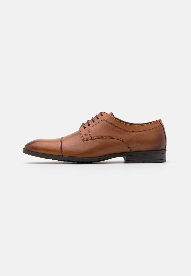 Pier One - LEATHER - Zapatos con cordones - cognac