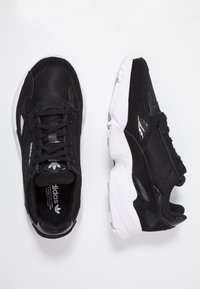 adidas Originals - FALCON - Sneakers laag - core black/footwear white - 3