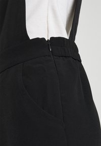 Monki - NESSA DUNGAREE - Salopette - black dark svart - 6
