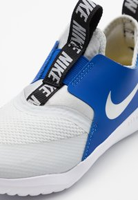 Nike Performance - FLEX RUNNER - Neutral running shoes - photon dust/metallic silver/game royal/black - 5