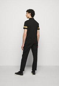 EA7 Emporio Armani - Polo shirt - black gold - 2