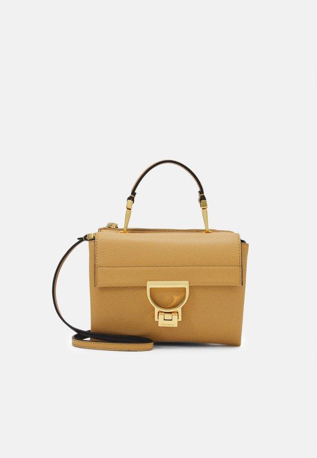 ARLETTIS - Håndtasker - warm beige
