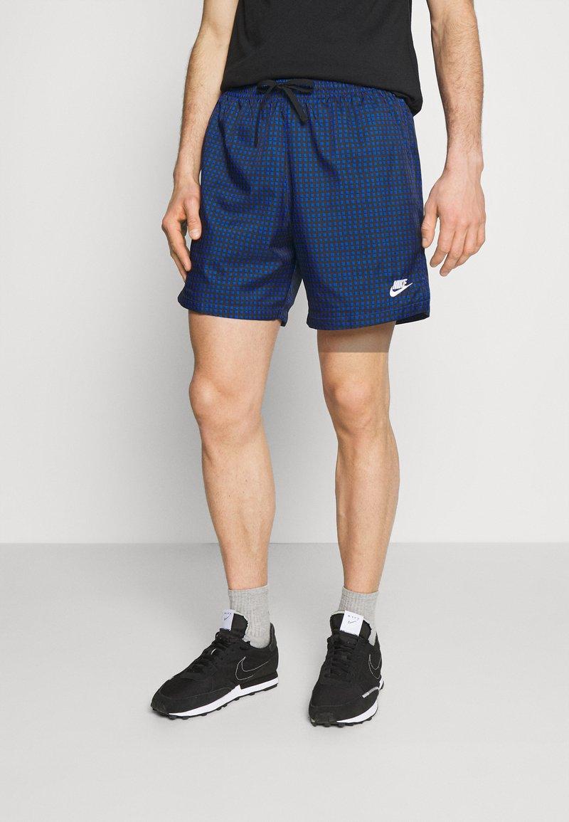 Nike Sportswear - FLOW GRID - Short - game royal/game royal/white