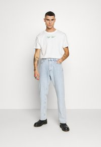 Night Addict - SNAKE - T-shirt con stampa - off white/kelly green - 1