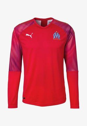 Club wear - puma red