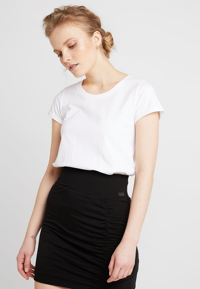 ALMA BASIC TEE - Basic T-shirt - white