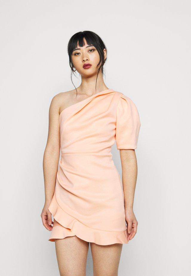 ONE SHOULDER SCUBA DRESS - Koktejlové šaty/ šaty na párty - peach