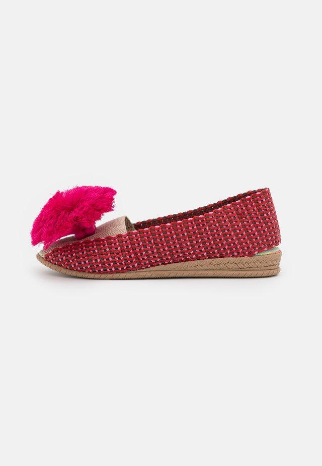 IXORA - Nazouvací boty - magenta