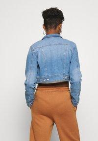 ONLY - ONLNEW WESTA CROPPED JACKET - Denim jacket - light blue denim - 2