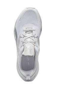 Reebok Classic - ZIG ELUSION ENERGY SHOES - Matalavartiset tennarit - white - 10