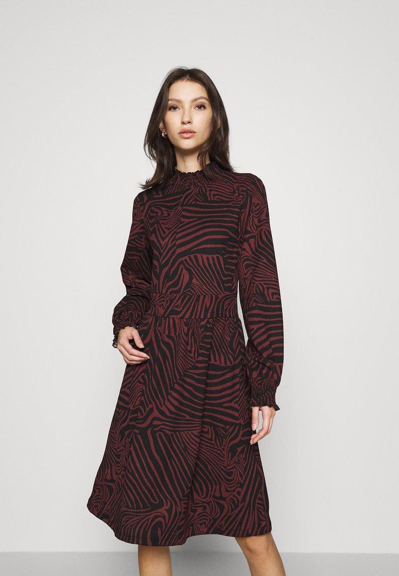 ONLY - ONLZILLE SMOCK DRESS - Jersey dress - port royale