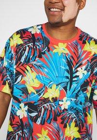 Jack´s Sportswear - FLOWER TEE  - Print T-shirt - rot - 5
