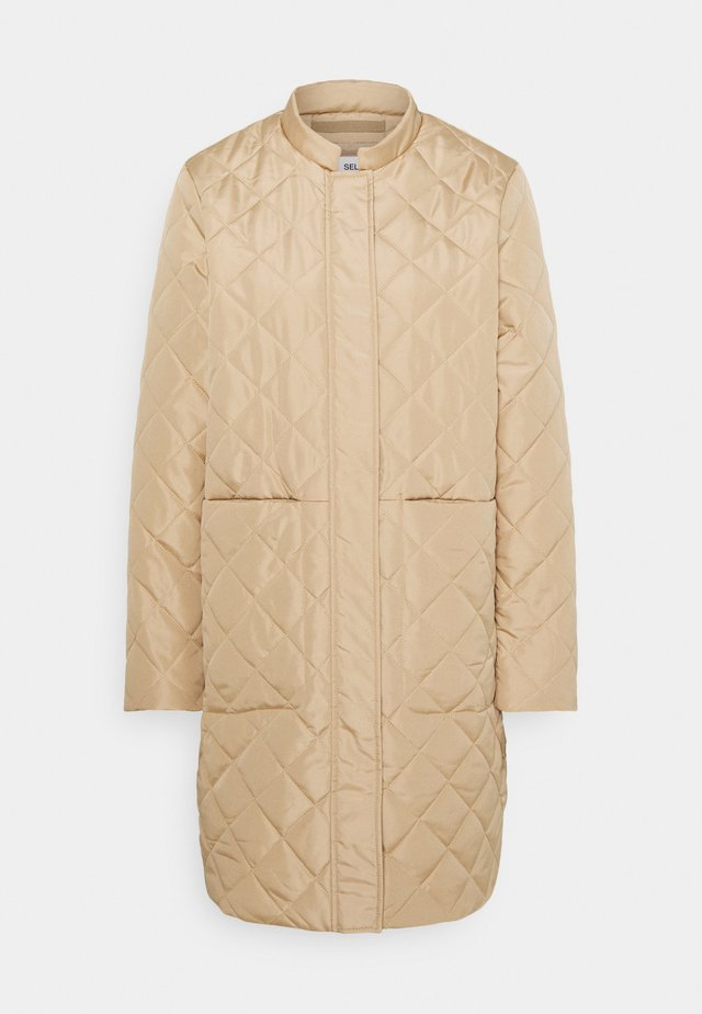 SLFFILLIPA QUILTED COAT - Bomber bunda - cornstalk