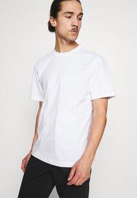 GAP - CREW  - T-shirts basic - optic white - 3