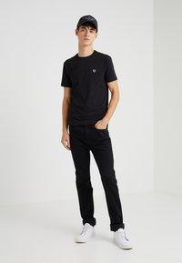 EA7 Emporio Armani - Basic T-shirt - black - 1