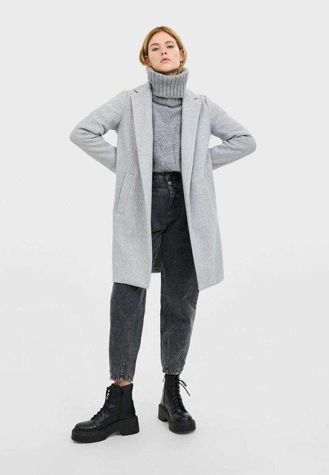 STRICKMANTEL 05899429 - Zimní kabát - brown