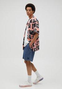 PULL&BEAR - Jeans Short / cowboy shorts - blue black denim - 3