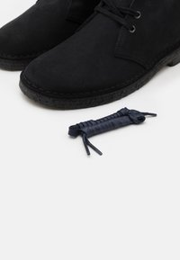 Clarks Originals - DESERT BOOT - Stringate sportive - navy - 5