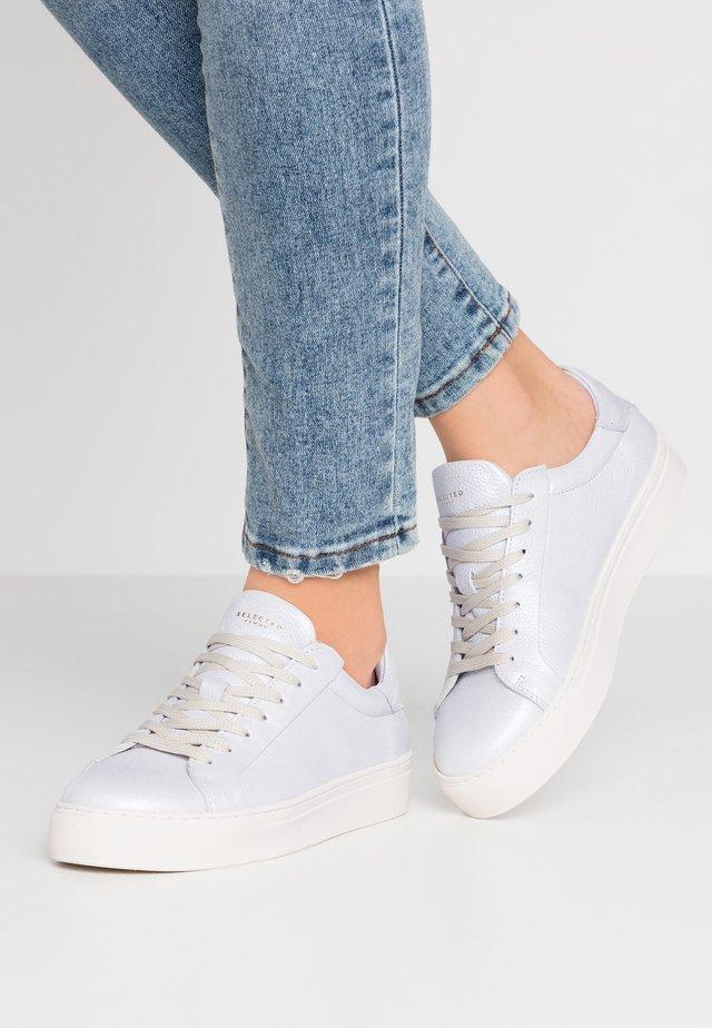 SLFDONNA NEW METALLIC TRAINER - Sneaker low - white