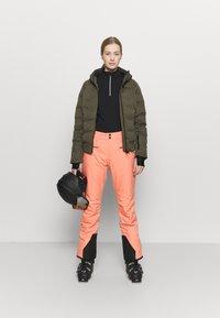 Brunotti - FIRECROWN WOMEN SNOWJACKET - Snowboardová bunda - sprout - 1