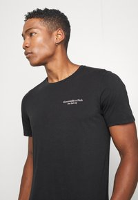 Abercrombie & Fitch - IMAGERY CITY TEE - Print T-shirt - black - 3