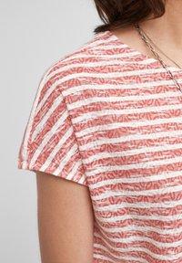 s.Oliver - T-shirt print - red stripes - 6