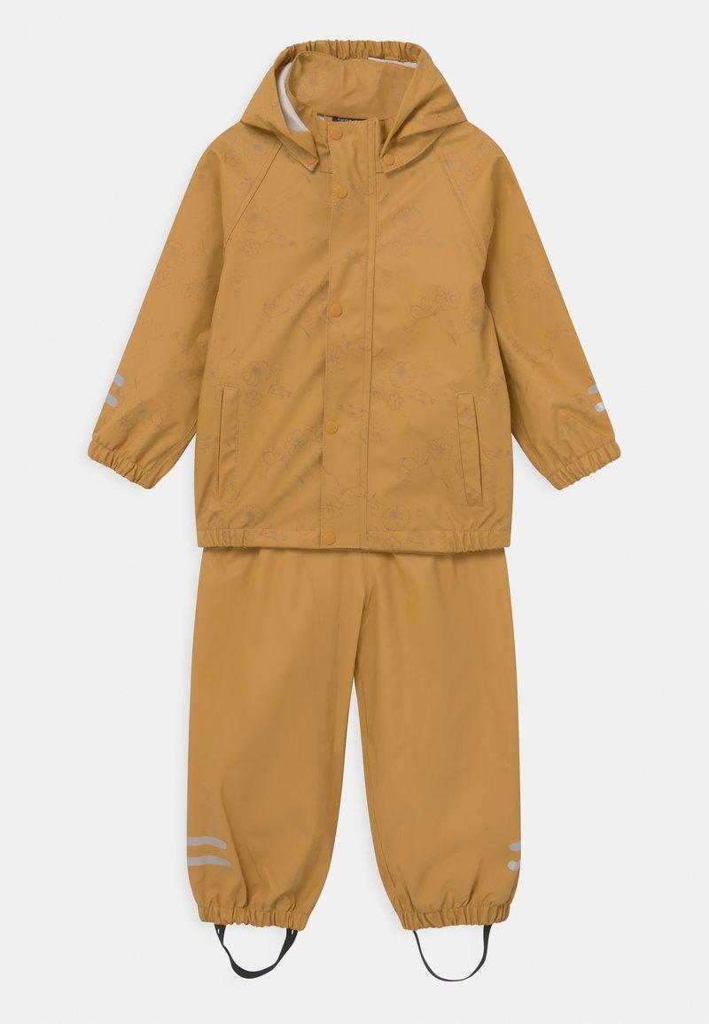 Name it - NMFDRY FLOWER RAIN SET - Vodotěsná bunda - amber gold