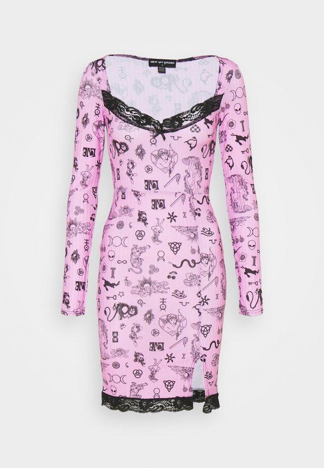 SYMBOLS DRESS - Korte jurk - pink