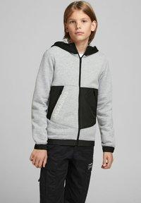 Jack & Jones Junior - Zip-up hoodie - light grey melange - 1
