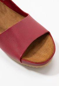 Kickers - TAKIKA - Wedge sandals - rouge - 2