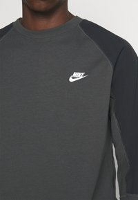 Nike Sportswear - Sweatshirt - smoke grey/black/white - 4
