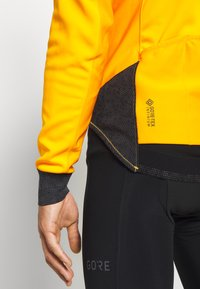 Gore Wear - INFINIUM™ THERMO - Trainingsjacke - bright orange - 5