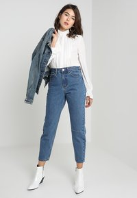 Lost Ink - HIGH RISE - Jeans Straight Leg - mid denim - 2