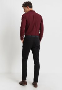 Selected Homme - SLHSLIM JAMERSON PANTS - Chinos - black - 2