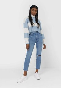 Stradivarius - MOM - Slim fit jeans - blue - 3