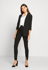 Noisy May - NMMEDLEY SLIM PANT - Legginsy - black - 1