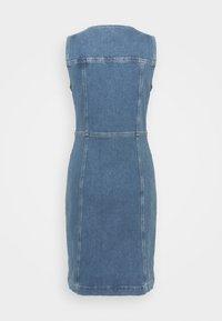 Selected Femme - SLFLAUREL DRESS - Farkkumekko - medium blue denim - 1