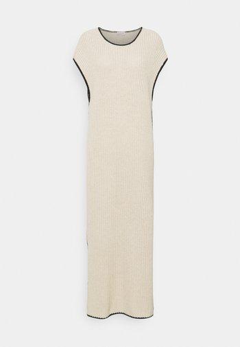 CLADERA - Jumper dress - wood