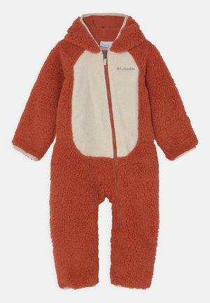 FOXY BABYBUNTING UNISEX - Sleep suit - dark sienna/chalk