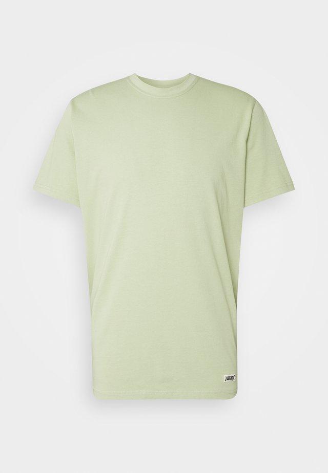 BOX LOGO TEE - T-shirt basique - swamp