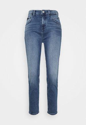 FREJA - Zúžené džíny - multi/faded mid blue