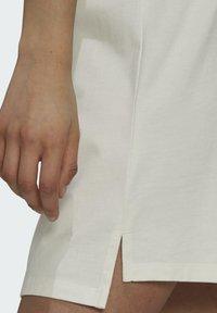 adidas Originals - TENNIS LUXE DRESS ORIGINALS - Vestito di maglina - off white - 4