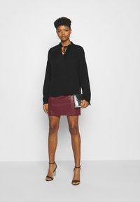 Vero Moda - VMNORARIO SHORT COATED SKIRT - Mini skirt - cabernet - 1