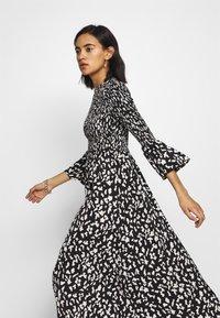 Who What Wear - THE SMOCKED MIDI DRESS - Day dress - black / white - 3