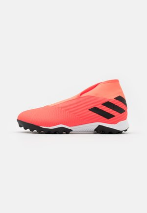 NEMEZIZ 19.3 FOOTBALL BOOTS TURF - Astro turf trainers - signal coral/core black/solar red
